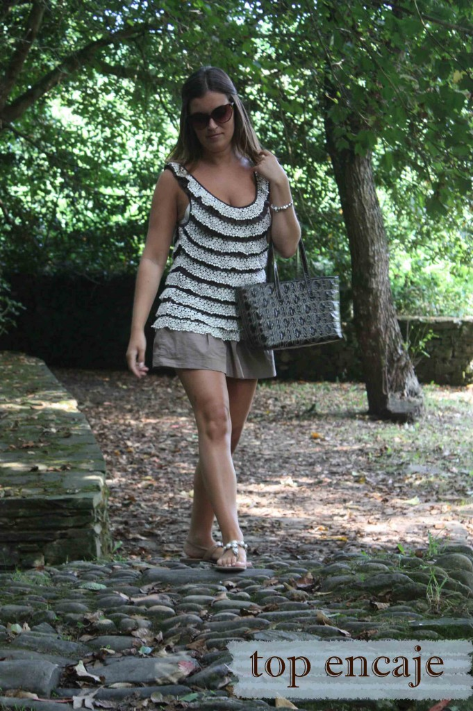top encaje caminando blog