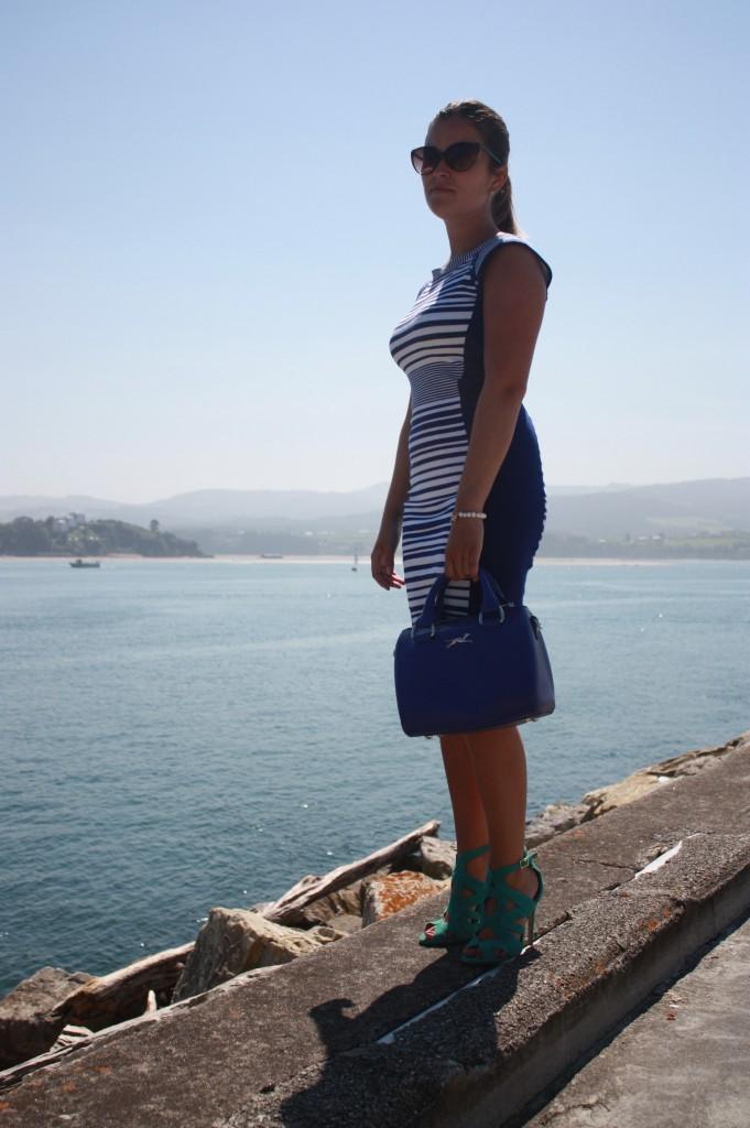 vestido rayas azul sandalias turquesa
